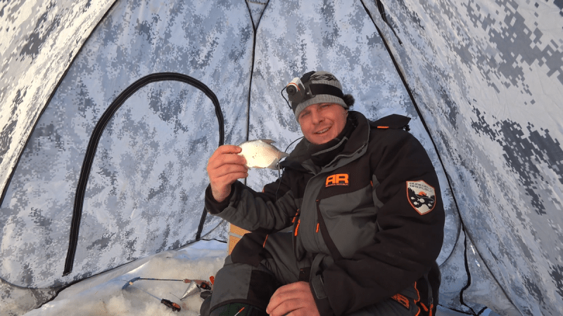 НАЛОВИЛ РЫБЫ В ЛУЖЕ ПЕРЕД 8 МАРТА! 3 раза чуть не стащили удочку | Зимняя рыбалка 2020