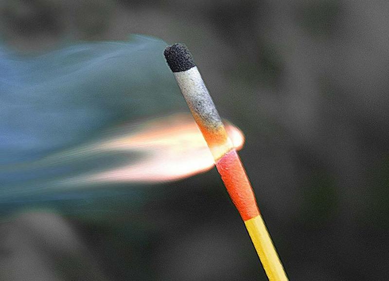 Походные спички горят даже после погружения в воду
