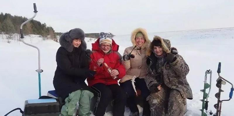 Рыбаки не знали, что с нами на льду рыбачит и слушает их секреты моя жена. Ну и лица у них были, когда узнали. Случай на рыбалке
