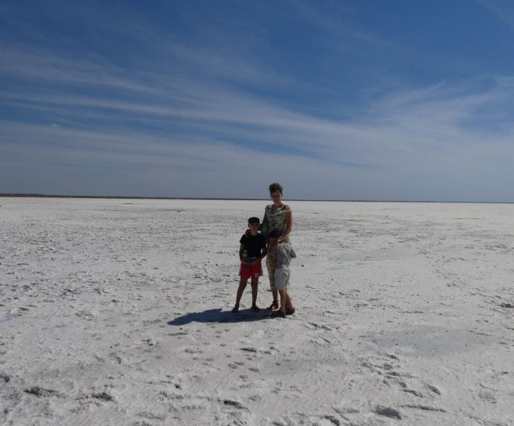 Поле соли на границе с Казахстаном. В озере Эльтон поплавать не получится