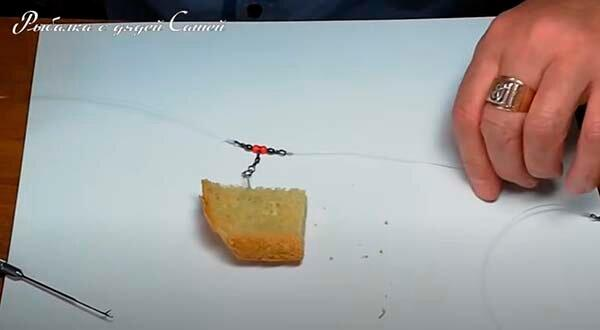 Самое время ловить на корку хлеба. Как сделать уловистую донную снасть на амура и сазана