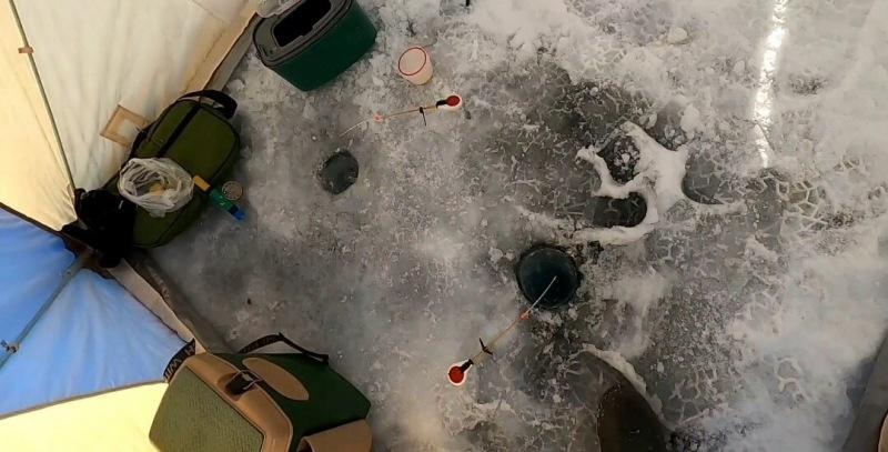 Эксперимент с 2 лунками удался! Наловил рыбы