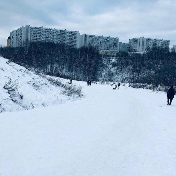 10 лучших горок для катания на тюбингах, ледянках и снегокатах в Крылатском