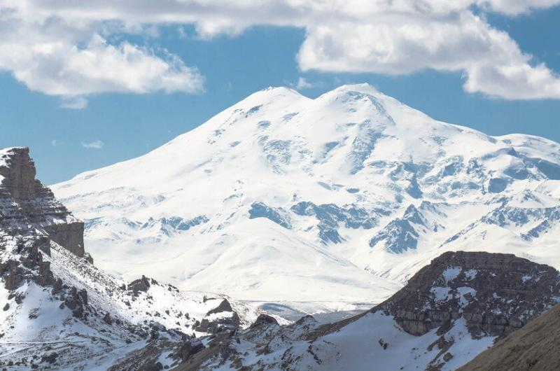 Горные вершины спят..? Куда махнуть кататься на лыжах