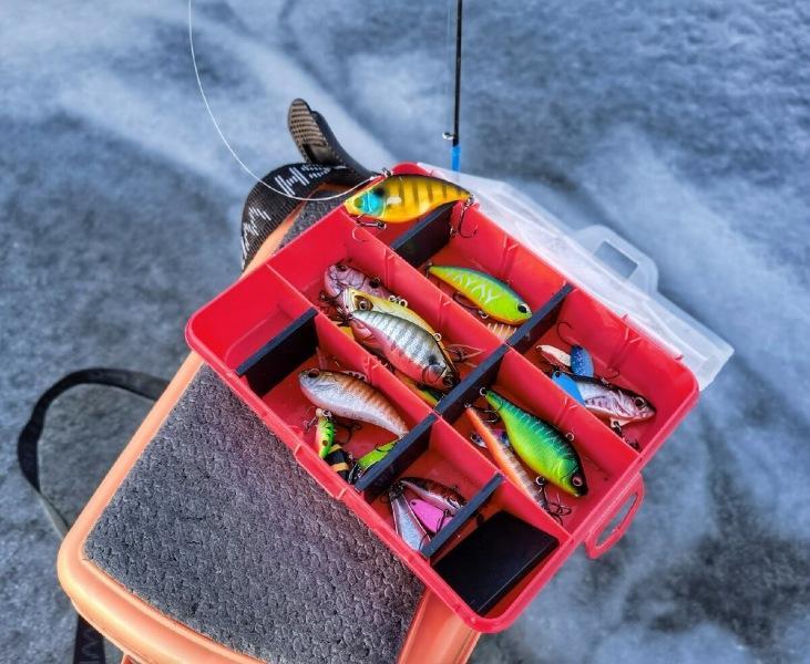 Отличный поход на рыбалку, расставляя жерлицы.