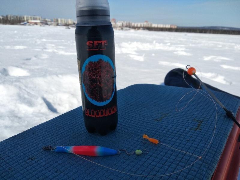 Проверили поможет ли аттрактант увеличить количество поклёвок окуня на подлёдной рыбалке