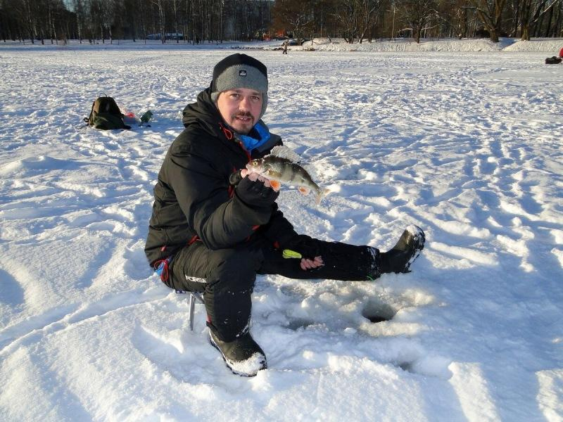 Ловля зимой стоя. Есть неоспоримые плюсы и один жирный минус