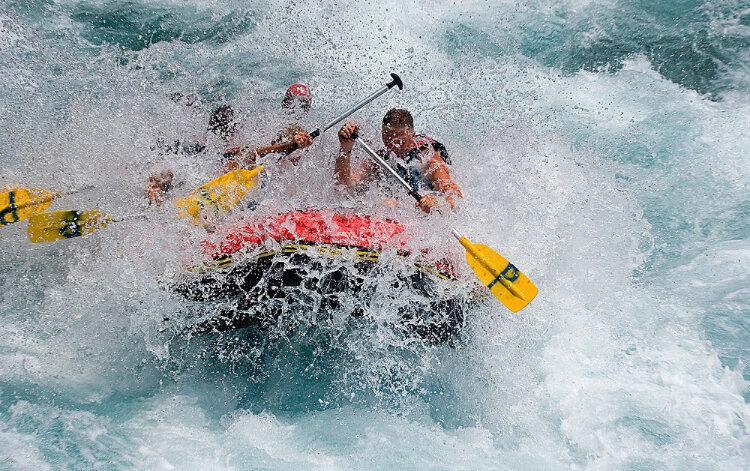 Рафтинг по реке Мзымта--не детские забавы.