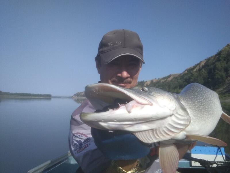 Как найти на реке перспективные места для ловли хищника. Рыбалка на крутых берегах, на глинистых берегах.