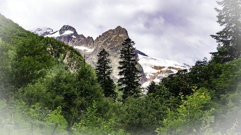 Горы России: куда поехать в отпуск любителям активного отдыха и горного туризма