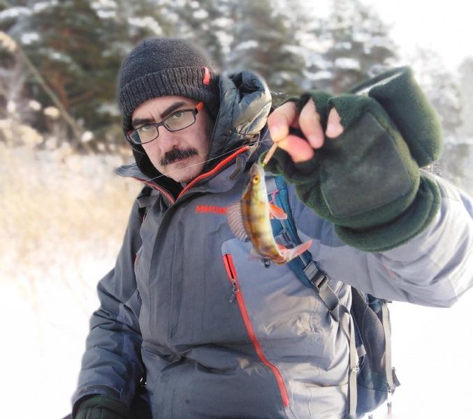 Зимняя удочка с катушкой для ловли на легкие и средние блесны.